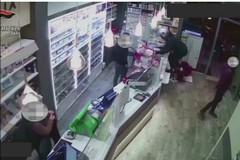 Rapine a tabaccherie e supermercati fra Modugno e Bari, quattro arresti
