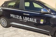 Bari, ubriaco aggredisce due persone e danneggia i veicoli. Arrestato