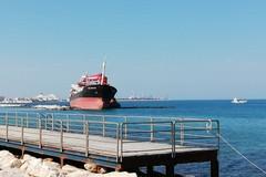 Nave arenata a Bari, svuotato il primo serbatoio. Estratte 8 tonnellate di carburante