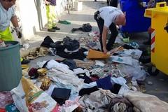 Svuota la cantina e deposita i rifiuti in corso Mazzini, Petruzzelli: «Sarà multato»