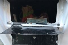 Bari, mascherine e residui di cibo finiscono nel contenitore per la raccolta farmaci scaduti