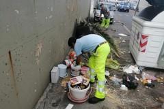 Incivili in azione a San Giorgio, cassonetti vuoti e rifiuti abbandonati in strada