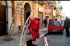 """Festa """"mafiosa"""" al Libertà, rimosse le luminarie in via Nicolai"""