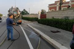 Lungomare di Bari, ripresa la pulizia delle caditoie