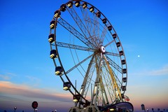 La ruota panoramica a Bari fino al 14 maggio. I commercianti: «Che resti per sempre»