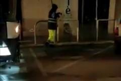 Emergenza Coronavirus, a Bari sanificazione di strade e cassonetti