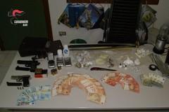 Santeramo, custodiva armi e droga in casa e nel suo negozio di alimentari. Arrestato 43enne