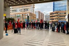 Anche a Bari scioperano i metalmeccanici, i sindacati: «Subito aumenti salariali»