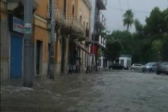 Forti piogge su Bari, allagate le strade di Carbonara