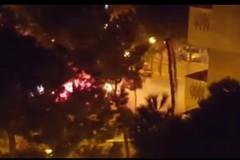 Fumogeni e petardi nei giardini di viale della Repubblica, i residenti: «Situazione pericolosa»