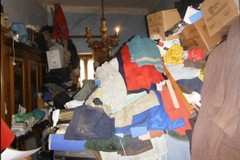 Accumulavano rifiuti in casa, carabinieri e Asl sequestrano appartamento a Carbonara