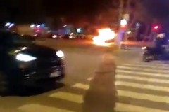 Bari, auto in fiamme in via Caldarola