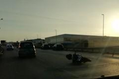Incidente sulla tangenziale di Bari, coinvolta una moto