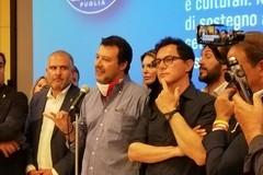 Salvini torna in Puglia, passeggiata tra i trulli ad Alberobello