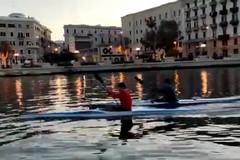 Il lungomare di Bari visto dalla canoa