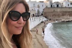 Estate di vip in Puglia, Selvaggia Lucarelli in vacanza a Monopoli