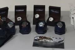 Da Napoli a Bari per vendere orologi rubati o falsi, denunciato 53enne