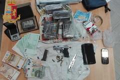 Bari, scoperto con armi e droga in casa. Preso 62enne del Libertà