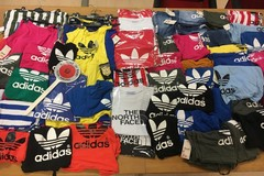 Abbigliamento contraffatto in vendita a Pane e Pomodoro, scatta il sequestro