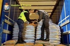 Due camion carichi di pellet illegale, scattano sequestro e denuncia al porto di Bari