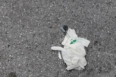 Una siringa abbandonata in via Enrico Toti, la denuncia sulla pagina di Decaro