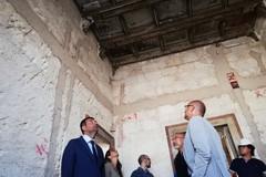 Ex Rossani, dalla palazzina del comando spunta un soffitto di inizio novecento