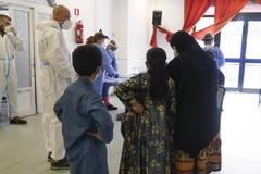 Profughi afgani a Bari, tra loro due donne incinte e un uomo in terapia per una patologia gastrointestinale