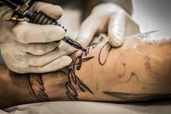 Tatuaggi cancerogeni, ritirati 4 colori dal mercato