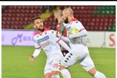 Partita pazza al Liberati, pari e spettacolo fra Bari e Ternana: finisce 2-2