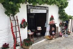 Festa della Repubblica, i vicoli di Alberobello si colorano di rosso ciliegia