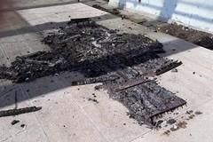 Palese, vandali in azione nel parco Garofalo. Bruciate le fioriere