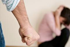 Torre a Mare, maltratta e minaccia la moglie. Scatta il divieto di avvicinamento