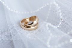 """Emiliano prova a """"salvare"""" i matrimoni: «Festeggiare non è superfluo»"""
