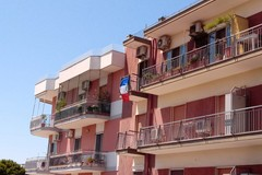 Anche Bari entra in clima mondiale. In via Fanelli spunta una bandiera francese