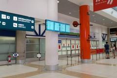 Dopo tre mesi atterra a Bari il primo volo da Milano, 92 i passeggeri
