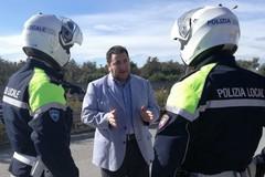 La Polizia locale a presidio degli ingressi a scuola, Caradonna:«Grazie al comandante per lo sforzo»
