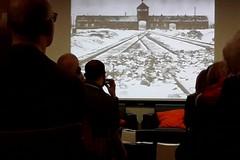 Una mostra per le scuole: campi di sterminio ad Auschwitz
