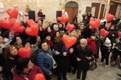 Bari, karaoke in largo Albicocca per festeggiare san Valentino