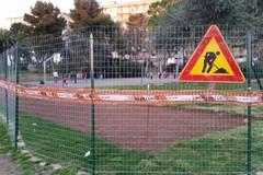 Bari, si gioca nel campo da basket recintato al parco