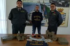 Avevano 10 chili di hashish nascosti in macchina, arrestati