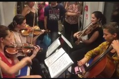 Quartetto d'archi sulla metro di Genova