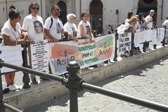 Disastro ferroviario in Puglia, i parenti delle vittime protestano a Roma contro il governo