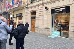 Spaccata da Calvin Klein in via Sparano a Bari