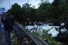 Incidente sulla SS100, strada ancora chiusa. Difficile la rimozione del camion