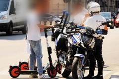 Monopattini indisciplinati a Bari, fioccano le multe, ecco le regole per non rischiare
