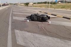 Bari, si ribalta mentre è a bordo di una moto rubata: 31enne in prognosi riservata
