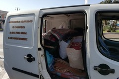 L'associazione InConTra raccoglie cibo e coperte per i bisognosi, l'iniziativa in piazza Moro