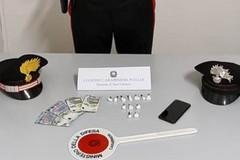 Bari, nasconde cocaina in auto e tenta di sfuggire ai carabinieri: arrestato 20enne