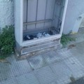 Via Peucetia, cabine Telecom divelte e usate come cassonetti