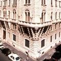 Bari, uomo minaccia il suicidio dal balcone dell'Acquedotto pugliese